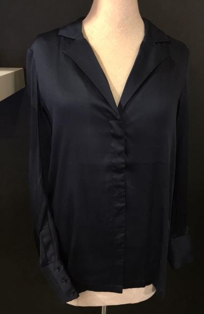 Donker blauwe blouse