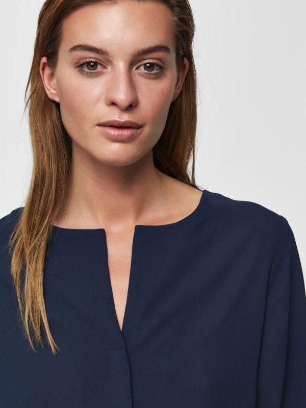 Donker blauw hemdje